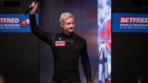Хоукинс и Робъртсън громят в 1 кръг на Световното