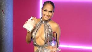 """Дженифър Лопес полугола на наградите на """"Билборд"""""""
