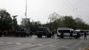 14 задържани и трима пострадали по време на дербито