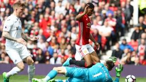 Манчестър Юнайтед - Суонзи 1:1 след спорна дузпа за домакините (гледайте тук)
