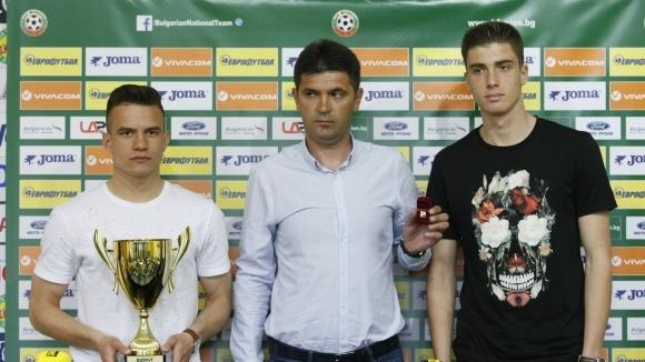 Ангел Стойков повика 20 играчи