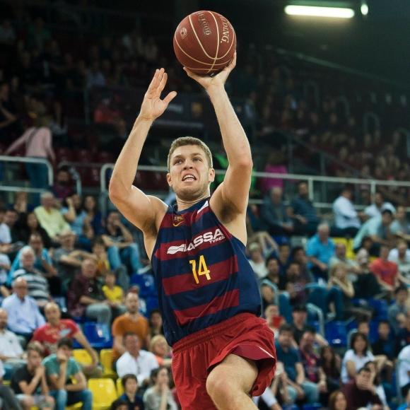Александър Везенков заби 14 точки за Барселона при убедителен успех
