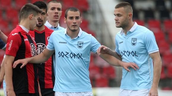 Четири отбора замесени в битката за третото място във Втора лига - резултатите от 28-ия кръг