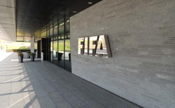 Двама от новите членове на комисия във ФИФА подадоха оставки