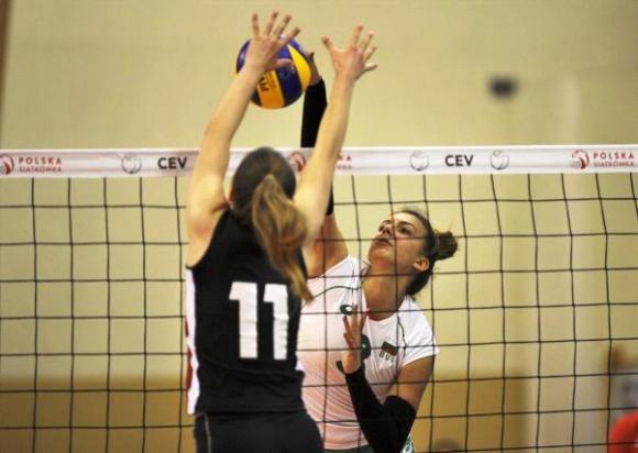 Девойките на България тръгнаха с разгромна загуба на световната квалификация в Полша