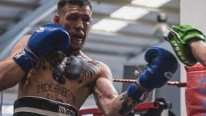 Макгрегър набляга на бокса и гребането преди мача си с Мейуедър (снимки)