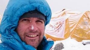Атанас Скатов пристигна в базов лагер след изкачването на Еверест