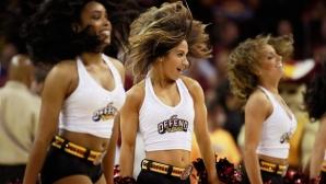 Леброн Джеймс се реабилитира, Кавс на победа от финала в НБА