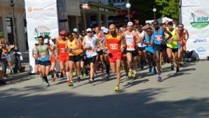 """Полумаратон """"Камчийски пясъци"""" събра любители на бягането от България и Румъния"""