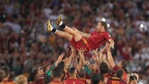 """Драма и празник на """"Олимпико"""" в последния мач на Тоти за Рома (видео + галерия)"""
