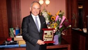 """Сребърна значка на БФС за президента на """"Лъвчетата"""""""