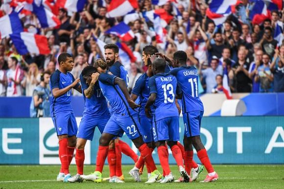 10 французи надвиха Англия в голово шоу (видео)