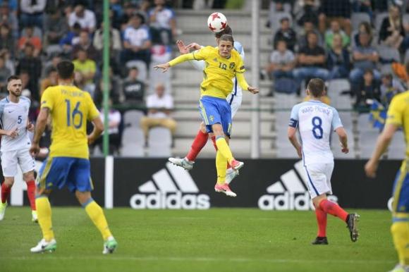 Шампионът Швеция се препъна в Полша