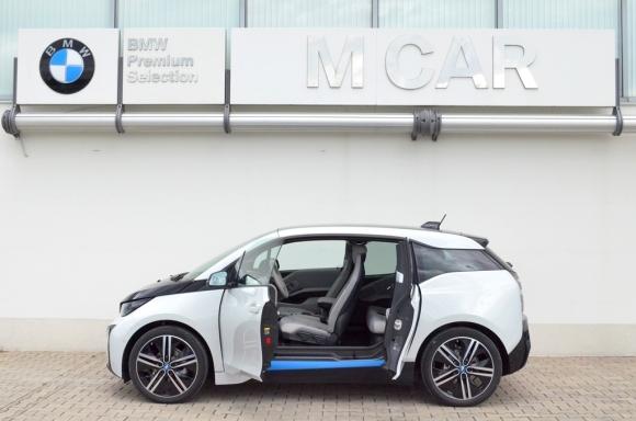 """Иновативната серия BMW i паркира в """"М Кар"""" Пловдив"""