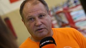 Петър Лесов пред Sportal.bg: Не си правим сметки за медали, учим момичетата как да играят