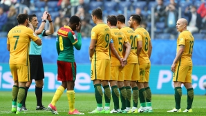 Дузпа спаси Австралия срещу Камерун (видео + галерия)