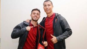 Роналдо подари наградата си на контузен съотборник