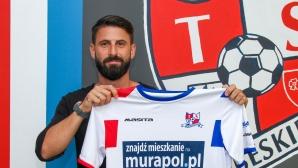 Български нападател подписа с полски тим