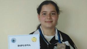 Минчева спечели сребърен медал на 25 м пистолет на СП по спортна стрелба за юноши и девойки