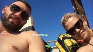 Волейболна звезда на България вдига градуса на плажа (снимки)