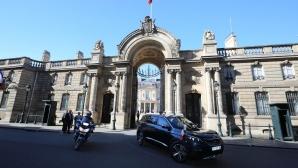 Новият SUV Peugeot 5008 излезе на първата си разходка с президента Макрон