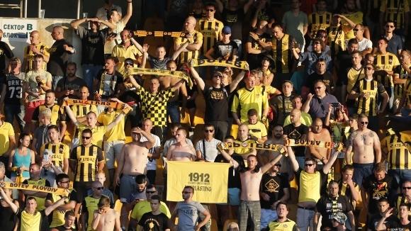Продават билети за мача Ботев - Бейтар и до сградата на община Пловдив