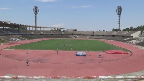 """Ще стане ли стадион """"Пловдив"""" спортното бижу на България, или ще потъне в разруха?"""
