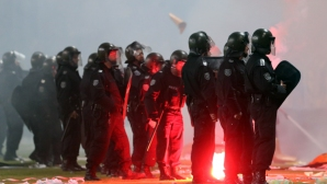 Трима задържани с опасни предмети преди Левски - Хайдук