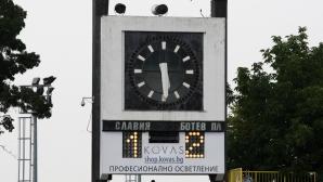 Славия слага осветление на стадиона до зимата, обяви Венци Стефанов