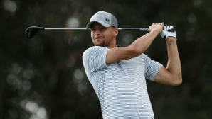 Звезда в НБА впечатли с голф умения (видео)