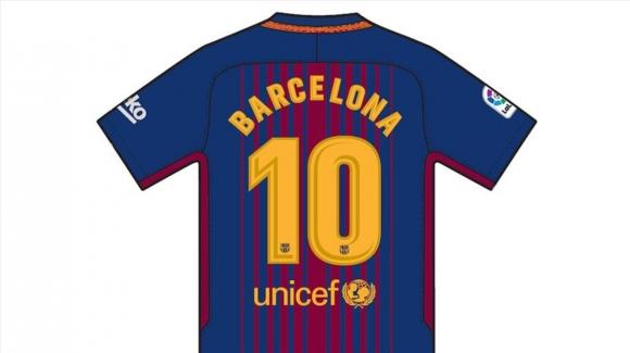 Играчите на Барселона със специални фланелки в памет на жертвите от атентата