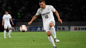 Японският клуб на Подолски уволни треньора си