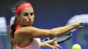 Тенисистка беснее на корта - кара се на треньора си и чупи ракета (видео)