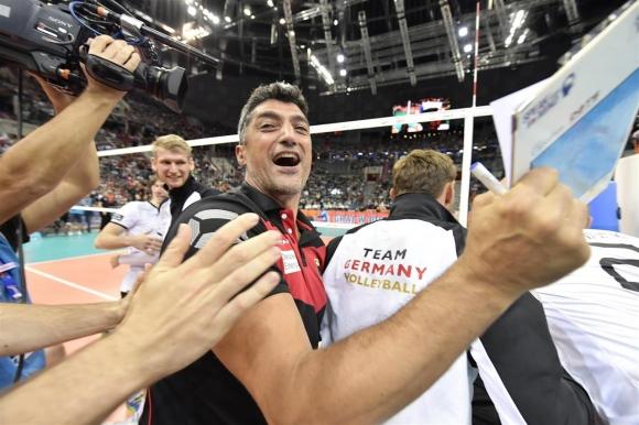 Германия на исторически финал след невероятен обрат над Сърбия (видео + снимки)
