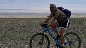 Приключенецът Филип Лхамсурен прекоси пустинята Гоби, спусна се по Дунав и поема по Ком - Емине
