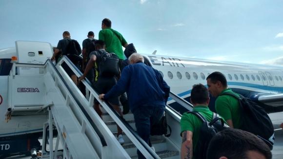 Край на чакането: самолетът пристигна за Лудогорец