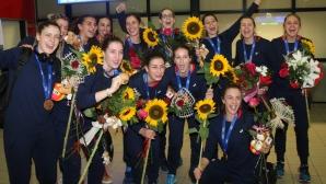 Шампионско посрещане за бронзовите медалистки (видео + галерия)