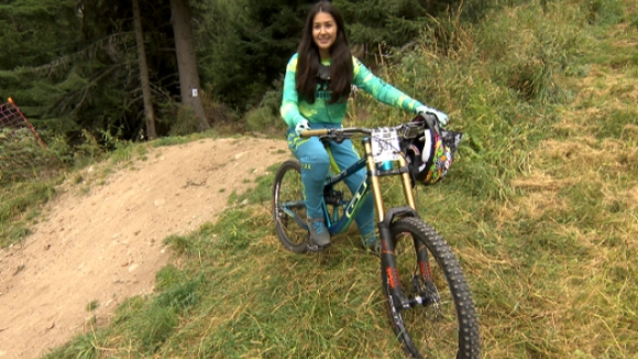 16-годишна българка се цели в световната титла в колоезденето (видео)