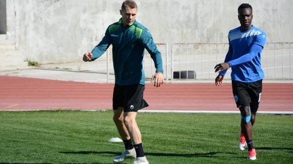 Антон Огнянов остава в Черно море