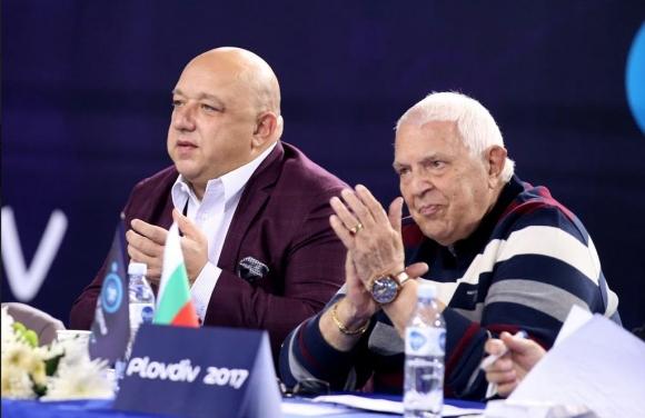 Министър Кралев подкрепи българските участници в Световното първенство по борба за ветерани в Пловдив