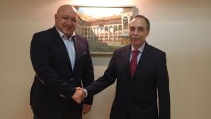 Министър Кралев и българският посланик в Русия проведоха работна среща в Москва