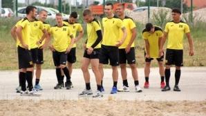 Ботев с група от 19 футболисти срещу Дунав, върнаха Яя Меледже