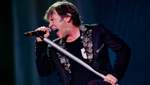 Легендарният вокалист на Iron Maiden Брус Дикинсън вече е част от семейството на Левски