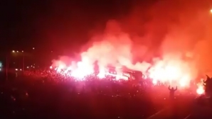 Огнена феерия! Хиляди посрещнаха като герои Банков и Рух след историческа победа в Полша (видео)