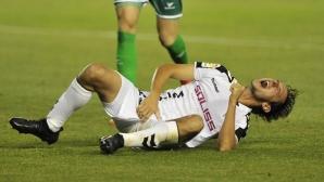 Испански защитник завърши мач с 10 шева на пениса си