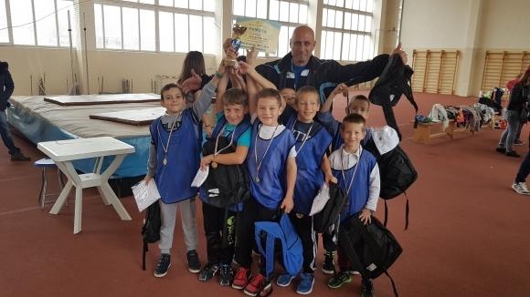 """Около 100 деца се включиха в състезание по лека атлетика на """"Ученическа купа Варна"""""""