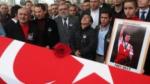 Наим Сюлейманоглу бе изпратен като национален герой на Турция