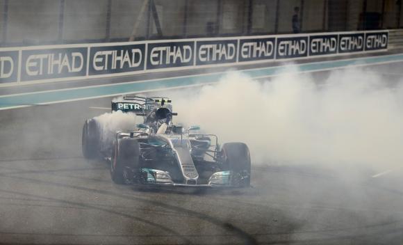 Ботас спечели под носа на Хамилтън последния старт от сезона във Формула 1