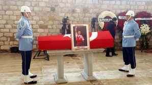 """""""Сбогуване с една легенда"""" - турският печат за погребението на Наим Сюлейманоглу"""