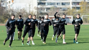 Черно море тренира без Емо Михайлов